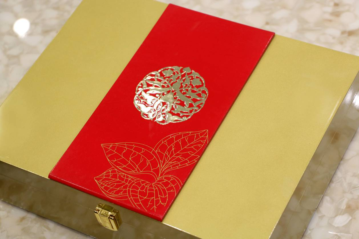 royal gold red color wedding invitation